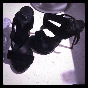 Size 8 Giuseppe zanotti (Authentic) strappy heels.